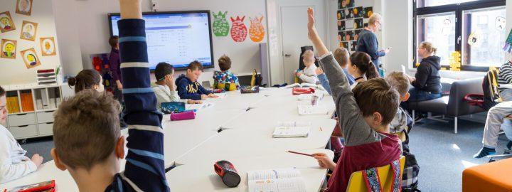 Lapsia koululuokassa